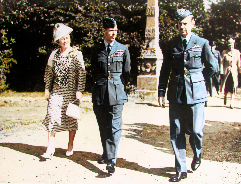 King-George-VI,-Queen-Elizabeth-&-Dowding-at-BP